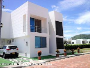 Casa En Ventaen Girardot, El Penon, Colombia, CO RAH: 19-980