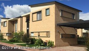 Casa En Ventaen Cajica, Vereda Canelon, Colombia, CO RAH: 19-971