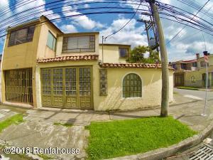 Casa En Ventaen Bogota, Villa Luz, Colombia, CO RAH: 19-1092