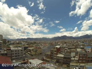 Apartamento En Ventaen Bogota, Santa Isabel, Colombia, CO RAH: 19-1261