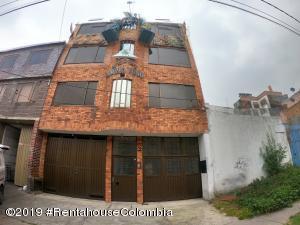 Edificio En Arriendoen Bogota, Prado Veraniego, Colombia, CO RAH: 19-1277