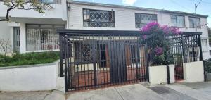 Casa En Ventaen Bogota, Chapinero Alto, Colombia, CO RAH: 19-1309