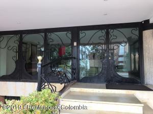Apartamento En Ventaen Bogota, Chico Navarra, Colombia, CO RAH: 19-1349