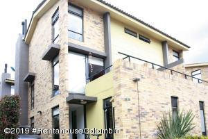 Casa En Ventaen Cajica, Sector El Bohio, Colombia, CO RAH: 19-1357