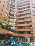 Apartamento En Arriendoen Bogota, Santa Ana Usaquen, Colombia, CO RAH: 20-22