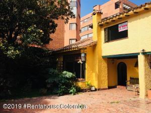 Casa En Ventaen Bogota, La Carolina, Colombia, CO RAH: 20-124