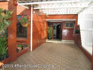 Casa En Ventaen Bogota, Modelia, Colombia, CO RAH: 20-312