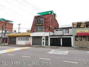 Casa En Ventaen Bogota, Villas Del Madrigal, Colombia, CO RAH: 20-328