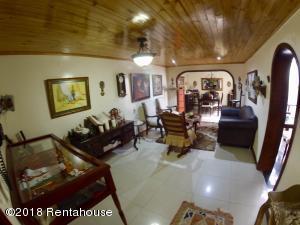 Casa En Ventaen Bogota, Villa Del Prado, Colombia, CO RAH: 20-346