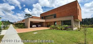 Casa En Ventaen Envigado, Alto De Las Palmas, Colombia, CO RAH: 20-401