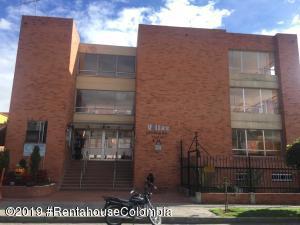 Casa En Ventaen Bogota, Villa De Aranjuez, Colombia, CO RAH: 20-832