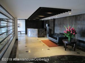 Apartamento En Arriendoen Bogota, El Retiro, Colombia, CO RAH: 20-540