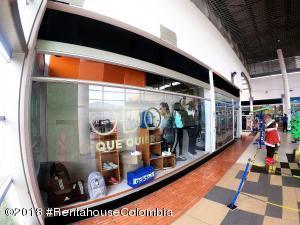 Local Comercial En Ventaen Bogota, Altavista, Colombia, CO RAH: 20-602