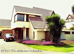 Casa En Ventaen Bogota, Nueva Autopista, Colombia, CO RAH: 20-625