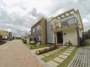Casa En Ventaen Chia, Camino La Floresta, Colombia, CO RAH: 20-656