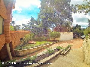 Apartamento En Ventaen Bogota, Bosque De Pinos, Colombia, CO RAH: 20-703