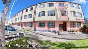 Apartamento En Ventaen Bogota, San Antonio Norte, Colombia, CO RAH: 20-776