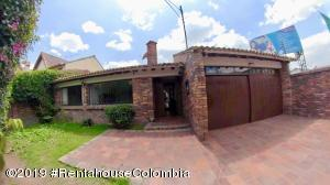 Casa En Ventaen Chia, 20 De Julio, Colombia, CO RAH: 20-842