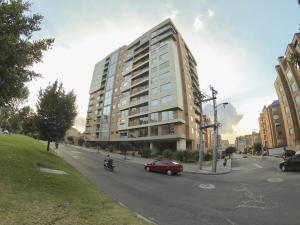 Apartamento En Arriendoen Bogota, Belmira, Colombia, CO RAH: 21-311