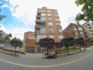 Apartamento En Arriendoen Bogota, Chico Norte, Colombia, CO RAH: 20-1303