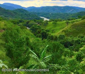 Terreno En Ventaen Anapoima, El Guanabano, Colombia, CO RAH: 20-1323