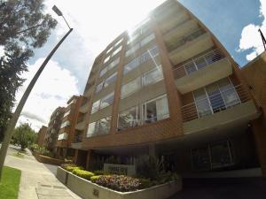 Apartamento En Arriendoen Bogota, Santa Bárbara, Colombia, CO RAH: 21-313