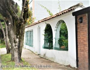 Casa En Arriendoen Bogota, Nueva Autopista, Colombia, CO RAH: 21-681