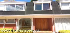 Casa En Ventaen Bogota, La Calleja, Colombia, CO RAH: 21-649