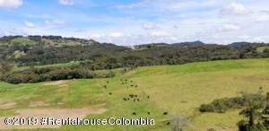 Terreno En Ventaen Envigado, La Acuarela, Colombia, CO RAH: 21-743