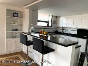 Apartamento En Arriendoen Bogota, Bosque De Pinos, Colombia, CO RAH: 21-1232