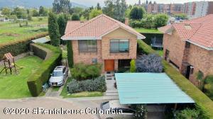 Casa En Ventaen Cajica, Vereda Calahorra, Colombia, CO RAH: 21-1248