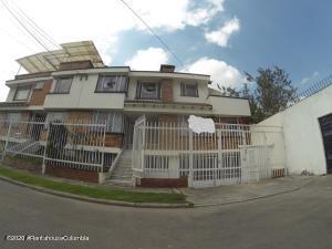 Casa En Ventaen Bogota, Normandia, Colombia, CO RAH: 21-1374