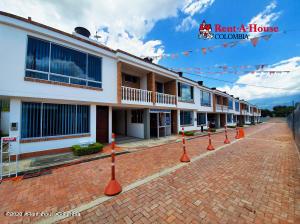 Casa En Ventaen Tena, Tena, Colombia, CO RAH: 21-1383