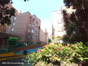 Apartamento En Ventaen Medellin, Carlos E Restrepo, Colombia, CO RAH: 21-1421