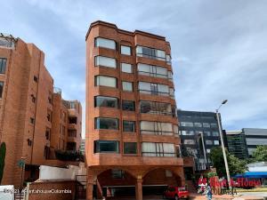 Apartamento En Arriendoen Bogota, Bella Suiza, Colombia, CO RAH: 21-1475