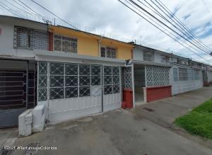 Casa En Ventaen Bogota, Alcazares, Colombia, CO RAH: 21-1553