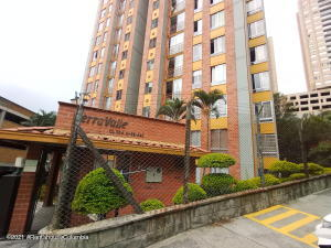 Apartamento En Ventaen Medellin, Calasanz, Colombia, CO RAH: 21-1582