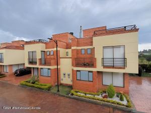 Casa En Ventaen Chia, Vereda Bojaca, Colombia, CO RAH: 21-1572