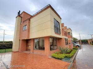 Casa En Ventaen Chia, Vereda Bojaca, Colombia, CO RAH: 21-1573