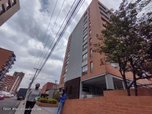 Apartamento En Arriendoen Bogota, Cedritos, Colombia, CO RAH: 21-1574