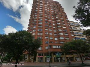 Apartamento En Arriendoen Bogota, Chapinero Central, Colombia, CO RAH: 21-1623