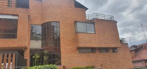 Apartamento En Ventaen Bogota, Bosque De Pinos, Colombia, CO RAH: 21-1615