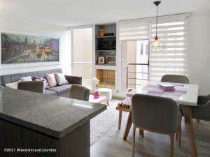 Apartamento En Ventaen Cajica, Rio Grande, Colombia, CO RAH: 21-1646