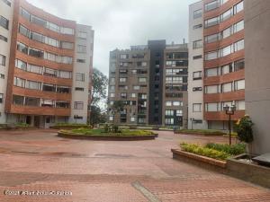Apartamento En Arriendoen Bogota, Los Rosales, Colombia, CO RAH: 21-1660