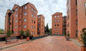 Apartamento En Arriendoen Bogota, Portales Del Norte, Colombia, CO RAH: 21-1664