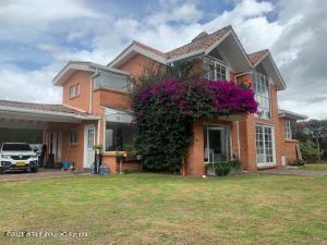 Casa En Ventaen Chia, Vereda Fonqueta, Colombia, CO RAH: 21-1666