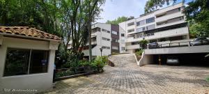 Apartamento En Ventaen Medellin, Loma De Los Gonzalez, Colombia, CO RAH: 21-1684