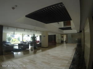Apartamento En Arriendoen Bogota, Chico Norte, Colombia, CO RAH: 21-1749