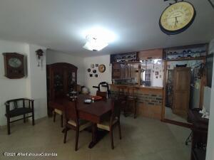 Apartamento En Ventaen Medellin, Laureles, Colombia, CO RAH: 21-1758