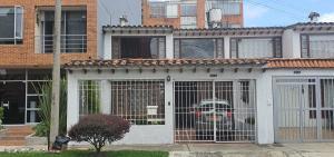 Casa En Ventaen Bogota, Nueva Autopista, Colombia, CO RAH: 21-1814
